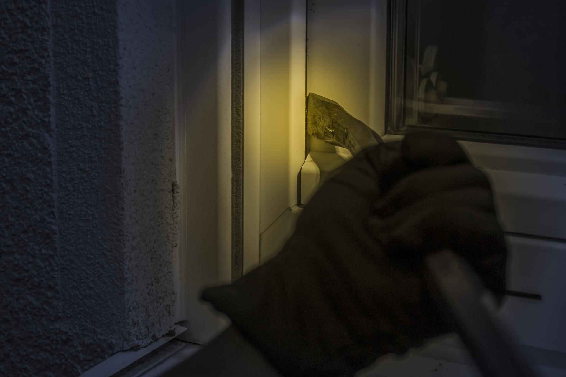 Cómo mejorar la seguridad en comunidades de vecinos durante el verano