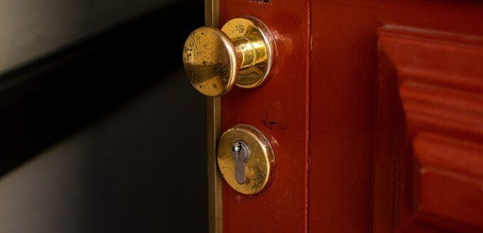 imagen de robos en madrid puerta